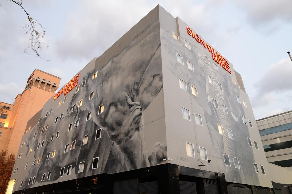 signature_hotel_facade