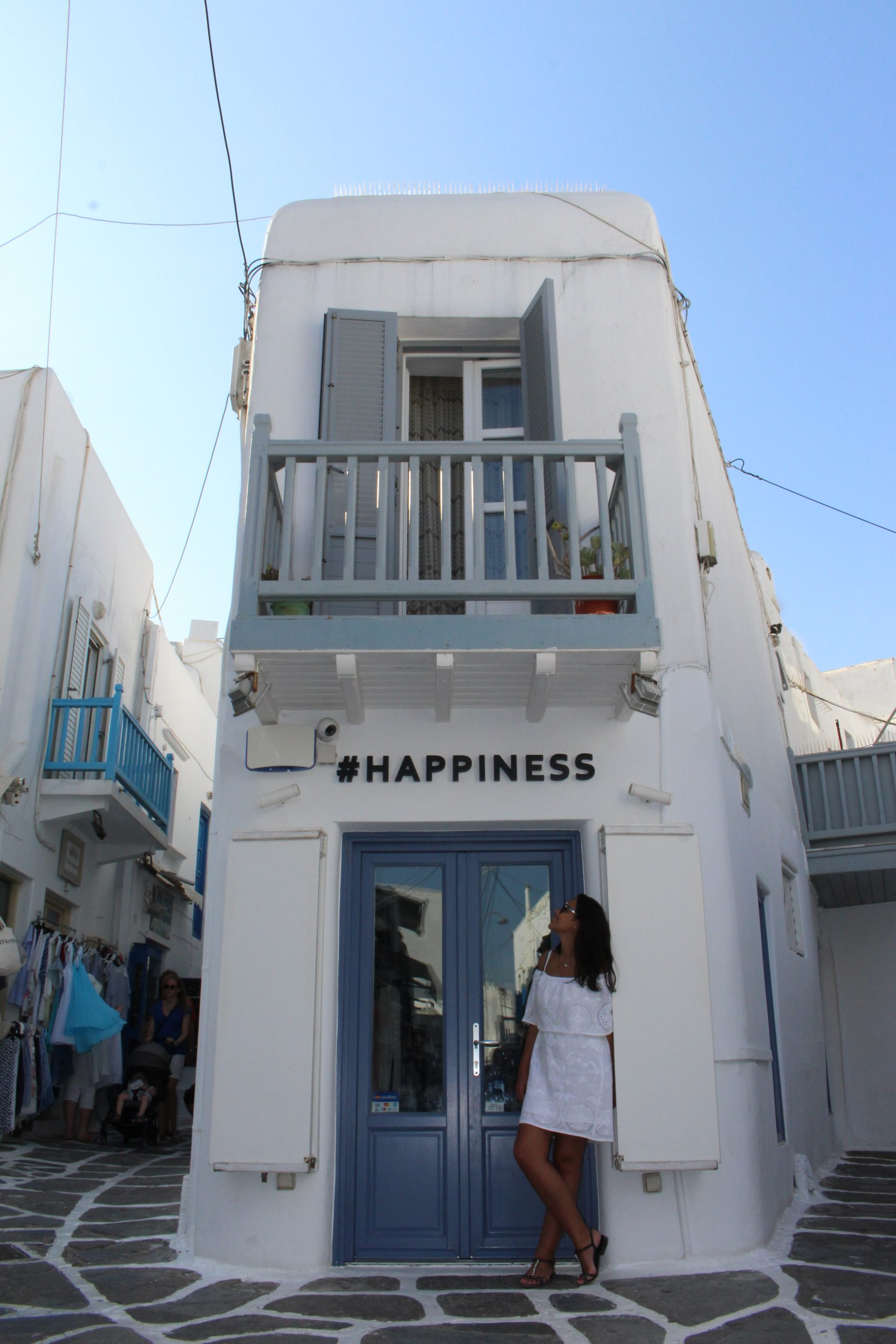 mykonos_chora_happiness