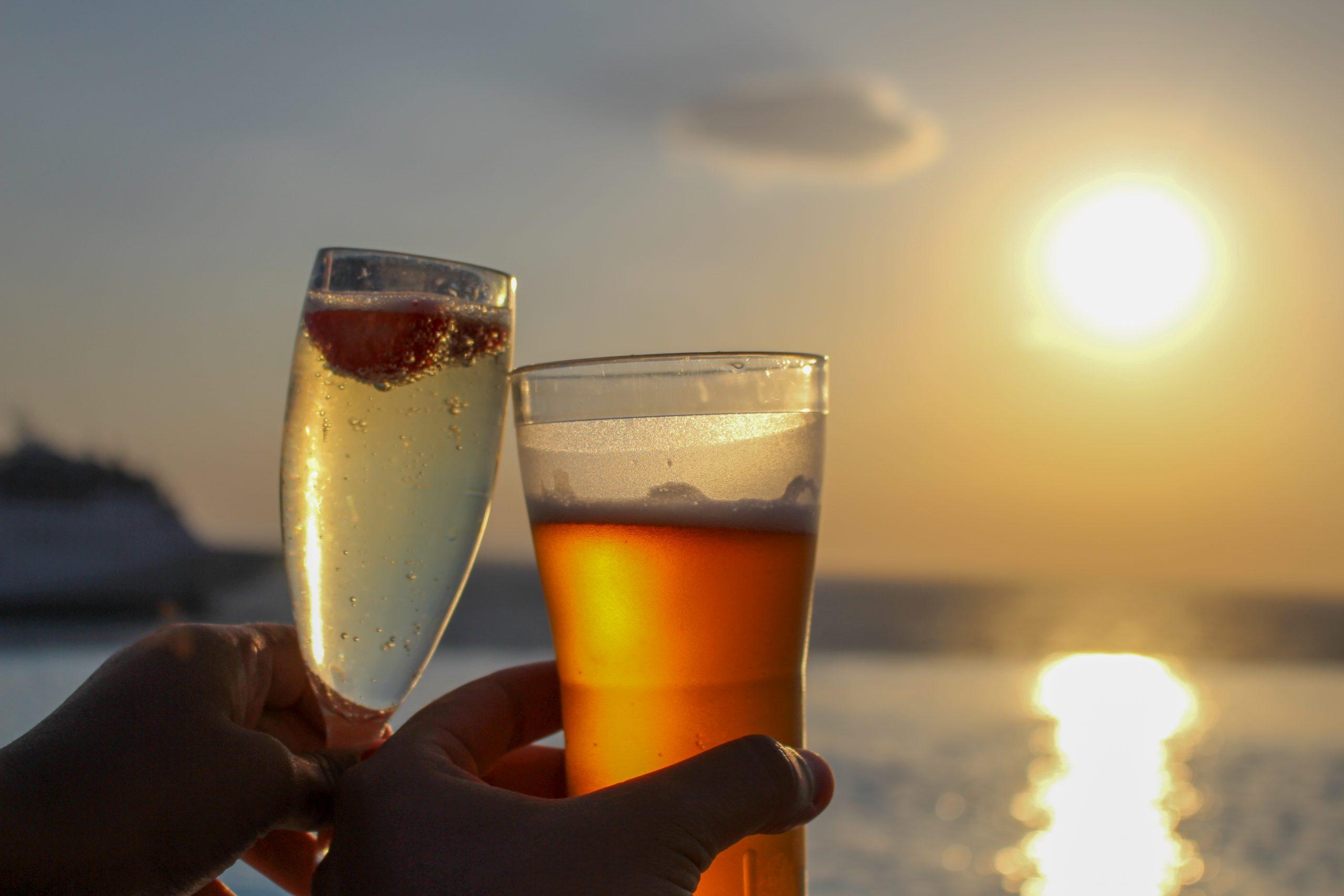 por_do_sol_piscina_cavo_tagoo_drinks