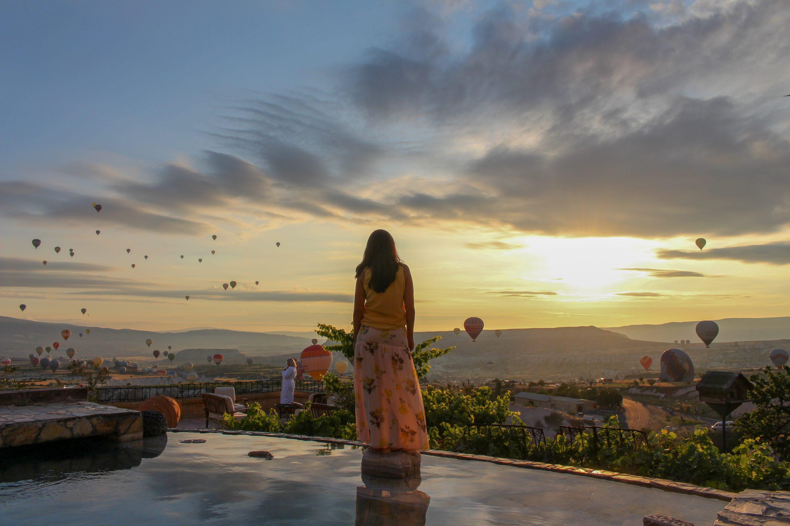 balao_nascer_do_sol_museum_hotel_piscina